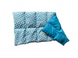 Körnerkissen mit Rapsfüllung groß Blau / Hellblau Weiße Dreiecke 57x26 cm